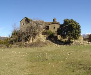 Casa tradicional a rehabilitar con terreno en pueblo próximo a Boltaña