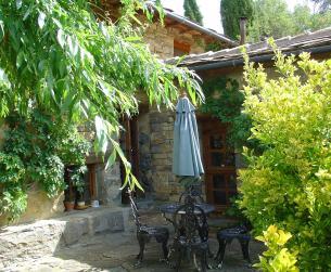 Gran casa tradicional habitable con amplia parcela en zona Aínsa