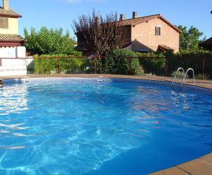 Lujoso chalet con piscina, chimenea y terraza en Boltaña