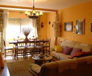 Gran piso de 4 dormitorios con terraza en Aínsa