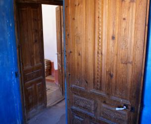 Gran casa tradicional con bodegas y chimenea