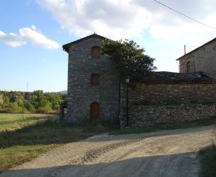 Casa tradicional habitable próxima al embalse de Mediano