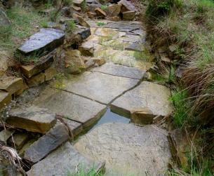 Finca rústica de más de 1 Ha. con dos bordas de piedra