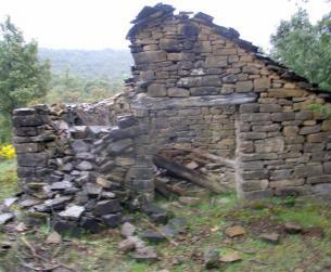 Dos bordas de piedra y losa en finca rustica de más de 1 Ha.