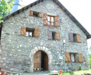 Casa tradicional, borda y varias fincas rústicas.