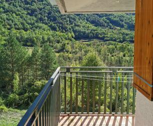 Apartamento con gran terraza, jardín y piscina en Torla