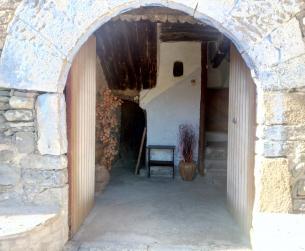 Casa tradicional habitable con jardín y vistas