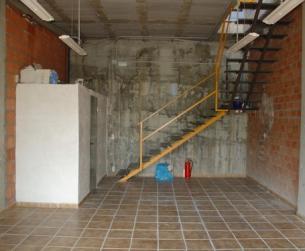 Local comercial de 100 m2 en dos niveles, con vistas al Río Ara