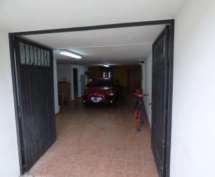 Gran vivienda unifamiliar con garaje y jardín en Aínsa