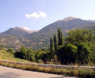 Solar urbano con borda en el Valle de Gistain