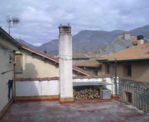 Amplio duplex con terraza en casa tradicional en Campo