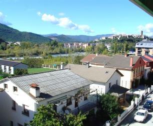Vivienda con terraza acristalada, garaje y trastero. Vistas al Río Cinca
